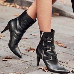 New!!! 💥Michael Kors Lori buckle ankle booties💥